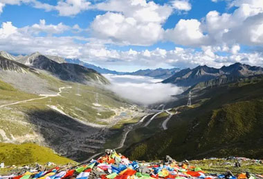 Zheduo Mountain, the first soaring peak on Tibetan Plateau