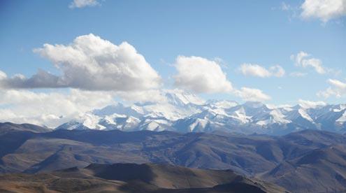 View the Himalaya Range from Gyawula Pass