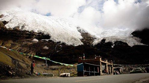 Korola Glacier on the Roadside
