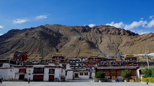 Tashilunpo Monastery is the largest Monastery in Shigatse.