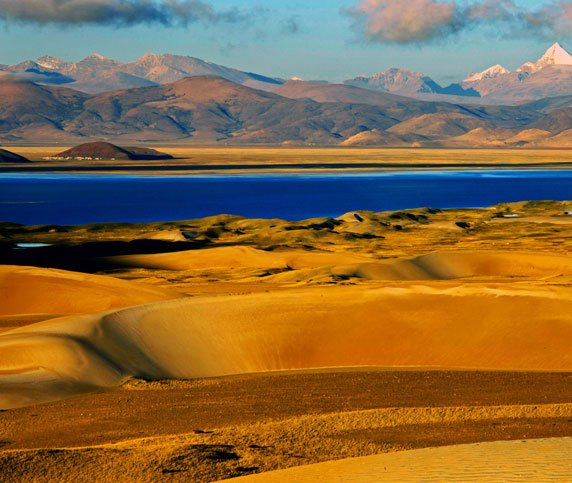 The sand dunes of Yarlong Valley