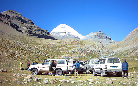 Mount Kailash Tour from Nepal: how far and how to get to Mt. Kailash and Manasarovar by road and flight