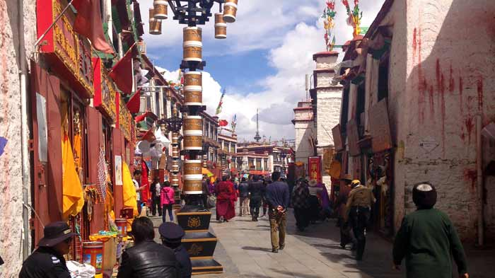 Tourists can do kora (circling the Barkhor street) with pilgrims and locals and buy the souvenirs.