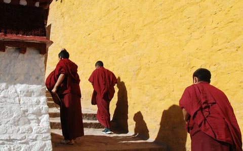 How to Visit a Tibetan Monastery? Any Special Things to Pay Attention to…