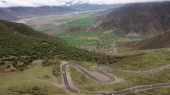 G318 Highway to Ganden Monastery
