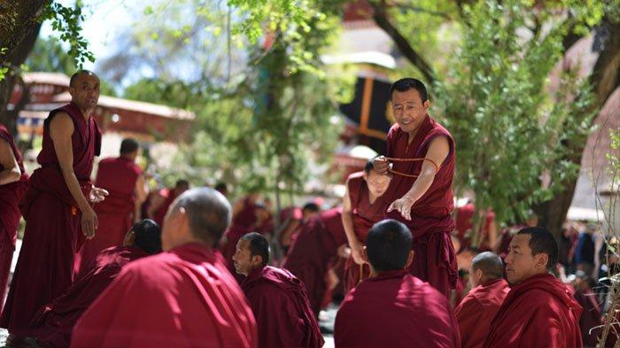 Monk debate in Sera monastery