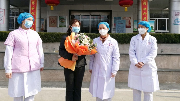 Newly-recovered patient left the hospital with flowers and best wishes