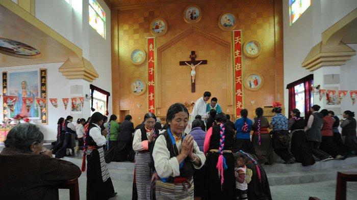 Tibetan Catholics gather at Christmas