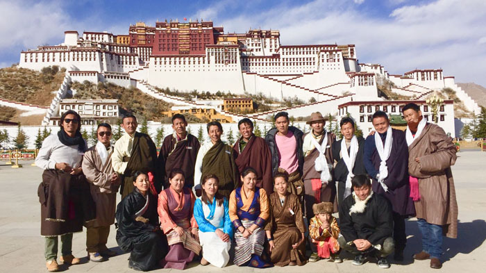 Tibetan tour guide of Tibet Vista