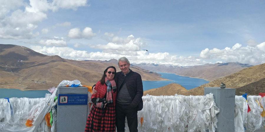 Gangba La Pass and Yamdrok Lake