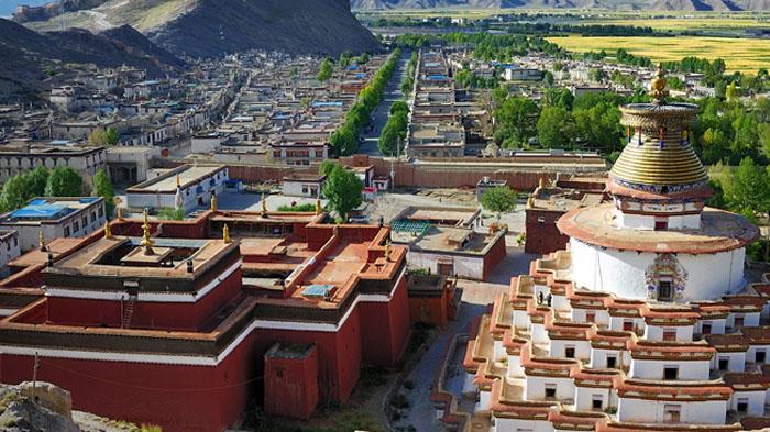 Palcho Monastery and Gyangtse Kunmbum