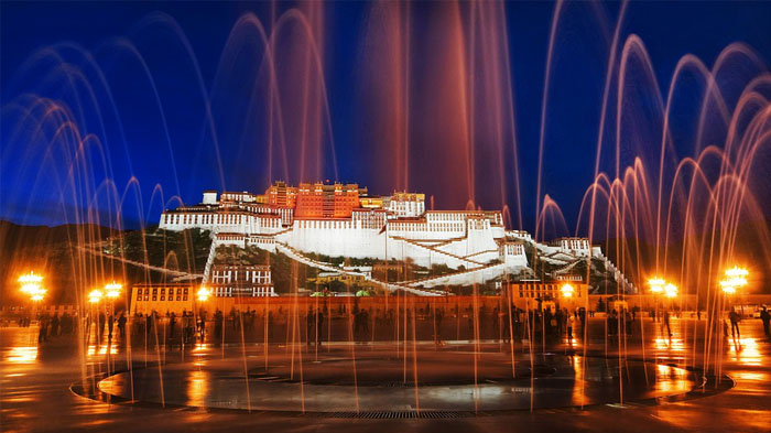 Potala Palace in the evening