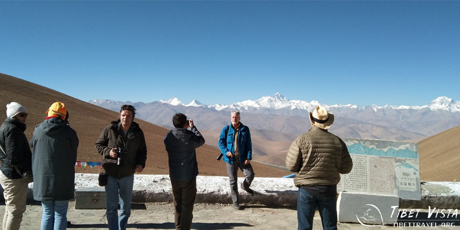 Capturing the stunning vista of several of the world's highest mountain at Gawu La