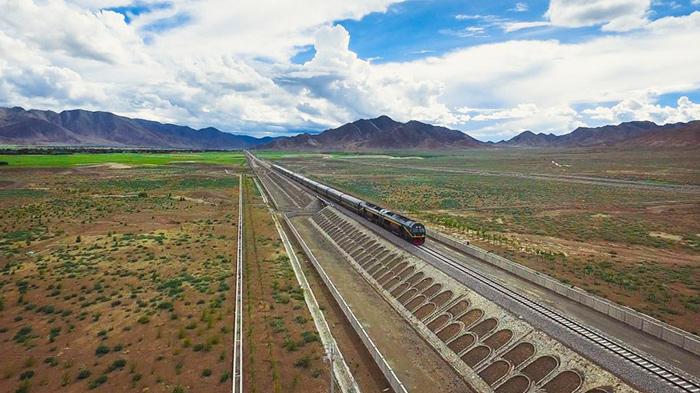 Lhasa-Shigatse train